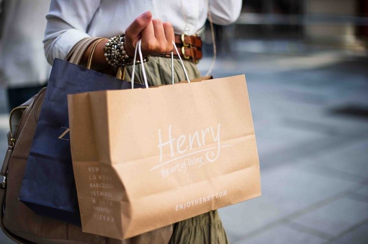 Effective Ways to Do Brand Marketing with Custom Retail Shopping Bags and Gift Bags