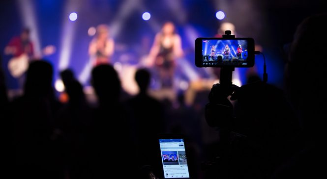How to Live Stream on Youtube, Facebook and Periscope Live